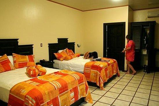 Arenal Manoa Hotel: habitacion de marie