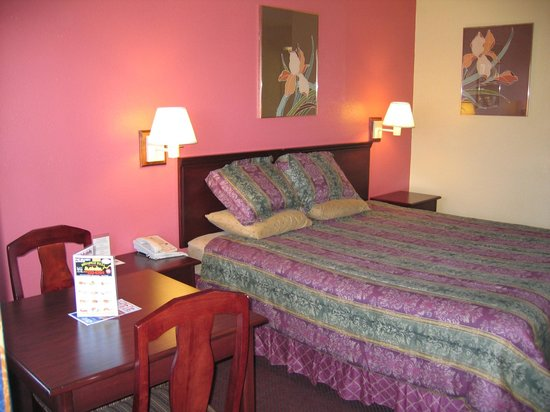 Cassia Hotels: One of the older rooms