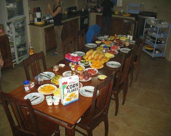 Dreams Hotel: table (incomplète!) du petit déjeuner