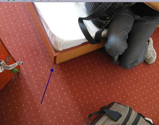 Hotel Platan: sharp edge of bed