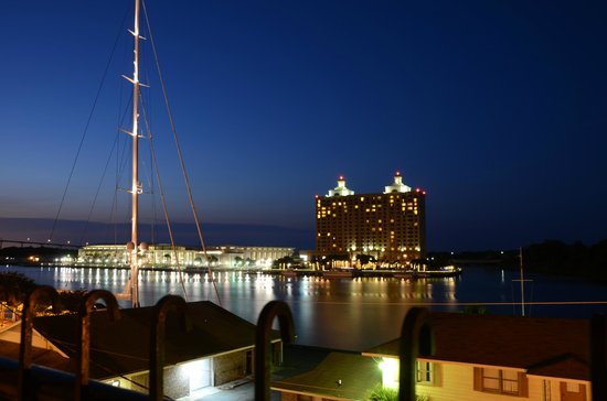 Olde Harbour Inn - River Street Suites: over the river at night