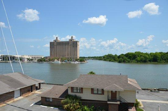Olde Harbour Inn - River Street Suites: Over the river