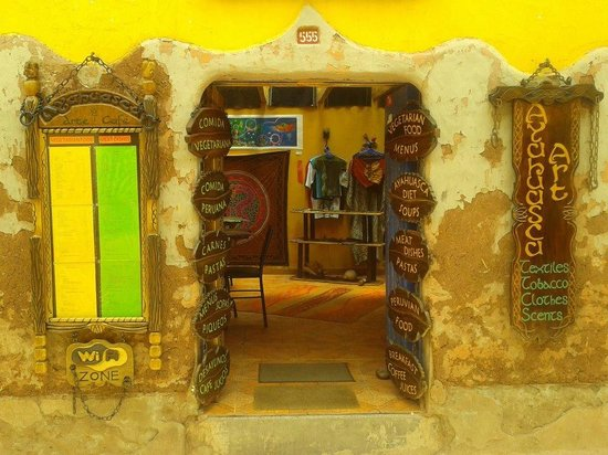 Ayahuasca - Arte Cafe Conocimiento: Esta es la entrada a un lugar magico... encuentras excelente artesania, libros, comida y atencio