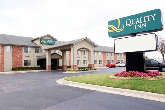 Quality Inn: Exterior Main