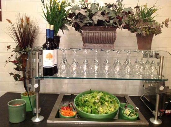 Homewood Suites by Hilton Atlanta Midtown : Salad Bar