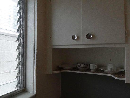Richmond Studios: kitchenette has coffee-maker/ fridge/ microwave