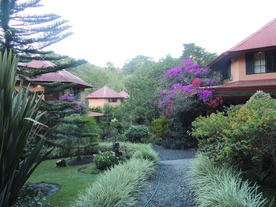 Boquete Garden Inn : The garden and casitas