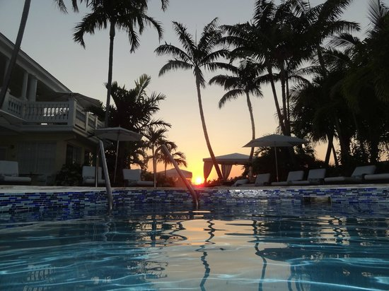 The Pillars Hotel Fort Lauderdale: Sunset view from the pool