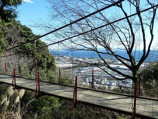 Shizuoka, Japan: 蒲原の街並みの向こうに駿河湾が眺望できます。