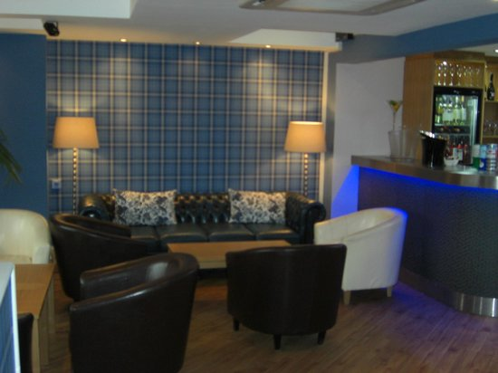 Getliffe's: Bar lounge
