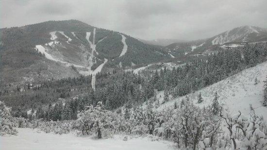 Hyatt Centric Park City: Out skiing