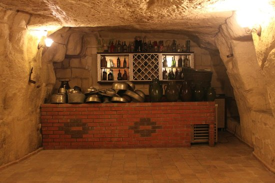Zeynep Hanim Konagi: cellar downstairs