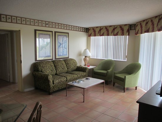 Vacation Village at Bonaventure: A side living room