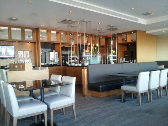 Hilton Quebec: Executive Lounge on 23rd floor