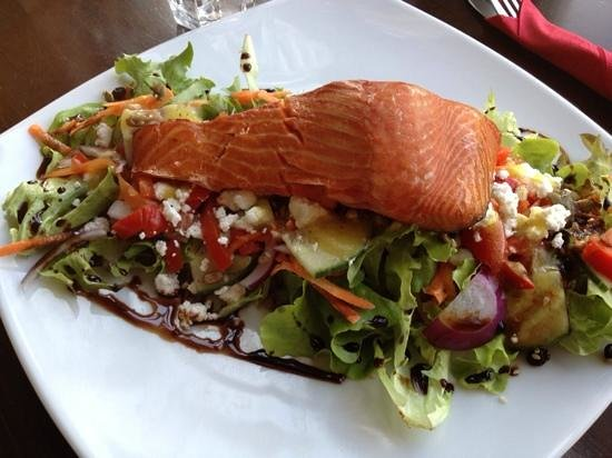 Niagara Falls Cafe: best house smoked salmon ever