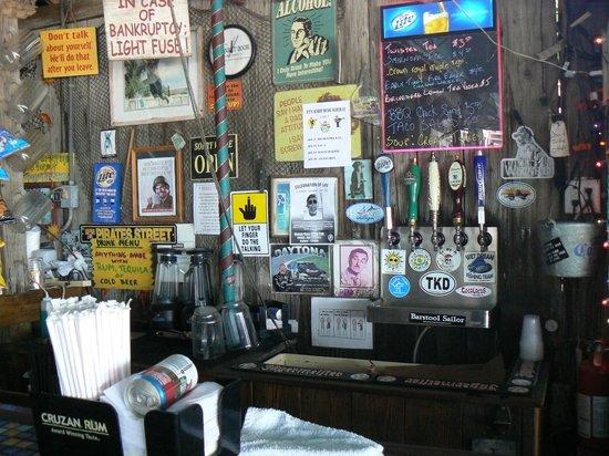 Ocean View Inn and Sports Pub: Outdoor Bar area