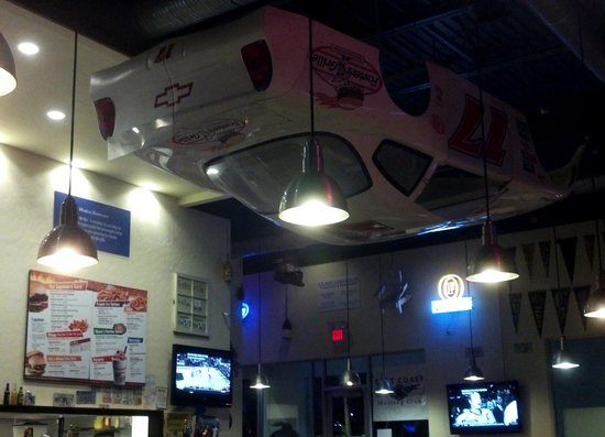 Foster's Grille: Inside Decor