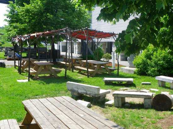 American Flatbread : Outdoor dining available in the summer.