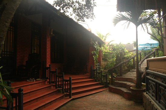 Betel Garden Villas: Our room and bridge leading up to the pool to the right.