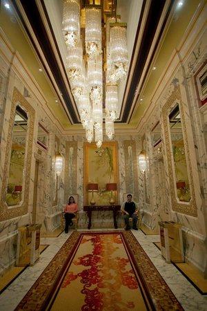Banyan Tree Macau: the grand elevator to Banyan from Galaxy