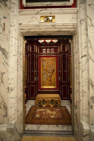 Banyan Tree Macau: even the elevator is grand!