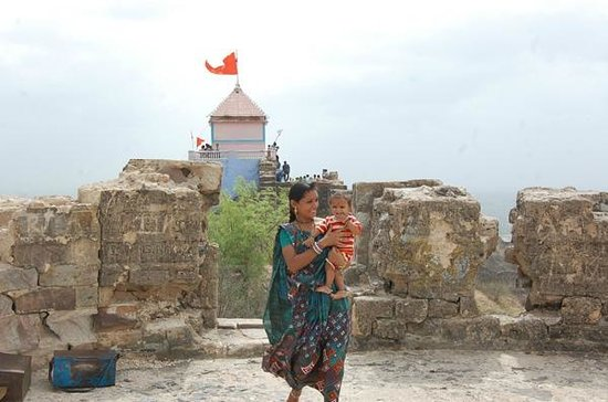 Aina Mahal: bhujia hill