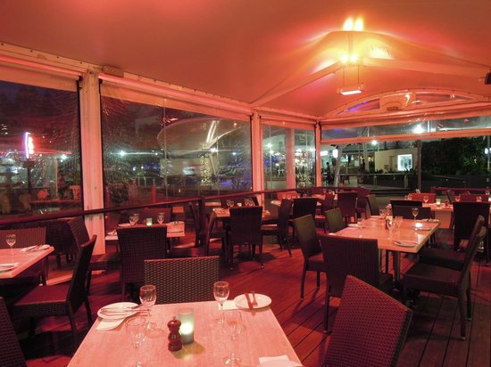 Max Seafood Restaurant: Casual Warm Ambiance