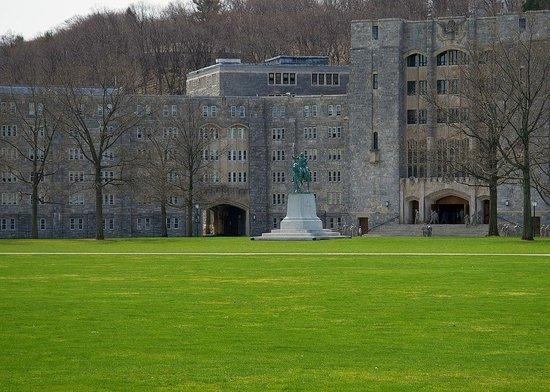 ويندهام فاكيشن ريزورتس شاوني فيليدج: West Point Parade Grounds - Washington Statue