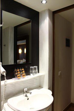 Hermes Hotel: Baño