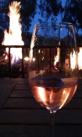 River Terrace Inn, A Noble House Hotel: Quiet Evening by Fire Pit