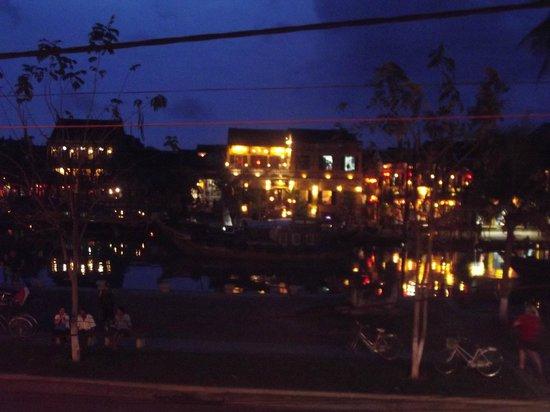 Seafood Garden: Night view from top floor