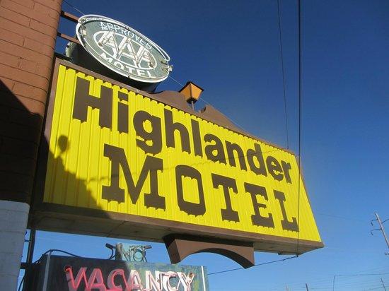 Highlander Motel: Sign out front