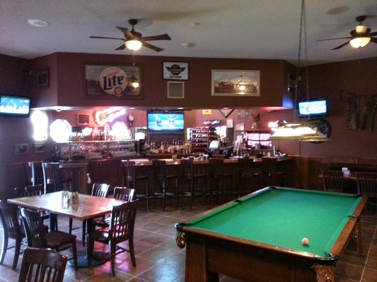 Doc Holliday's Steakhouse: Full Bar,TV's, Free Pool