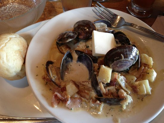 Harbour Public House: Best clam chowder ever!