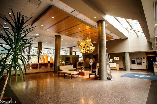 Coast Chilliwack Hotel : Lobby