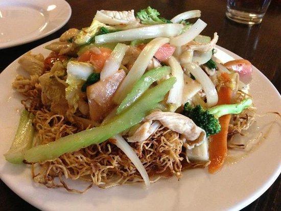 Mekong East: Pan-fried noodles