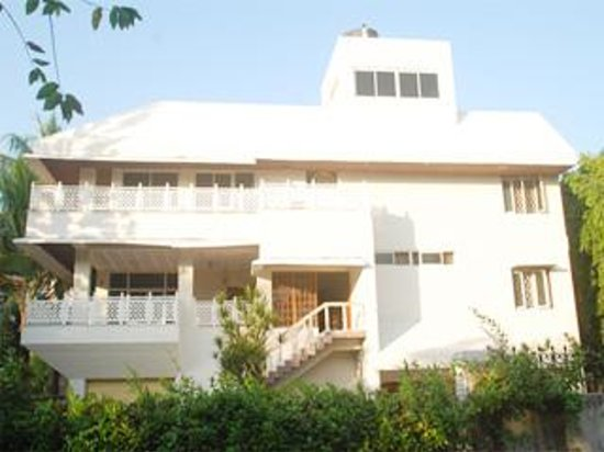 White house guest house visakhapatnam vizag andhra for Guest house on the mount reviews