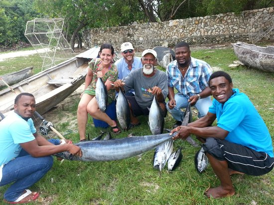 Coral Cove Resort: fishing and saw dolphins