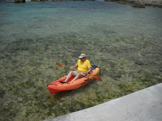 Coral Cove Resort : kayaking