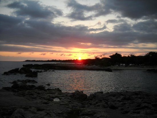 Coral Cove Resort: sunset