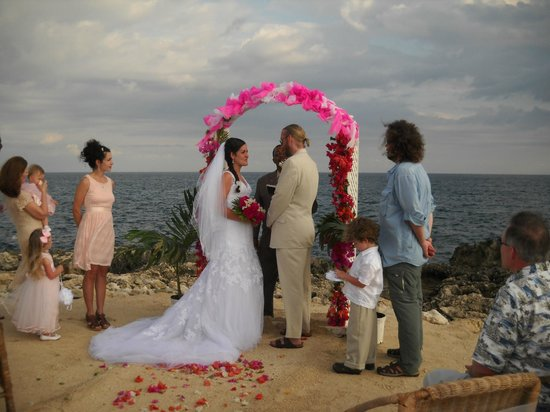 Coral Cove Resort : wedding