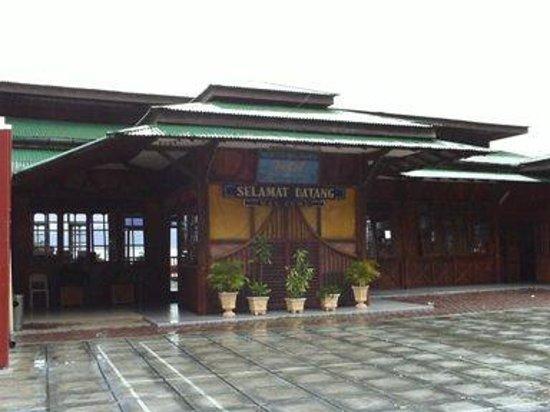 Maninjau, Indonesia: The Entrance..
