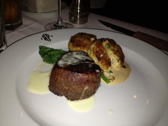 Hyde Park Prime Steakhouse: Filet and tasty crab cakes - Hyde Park