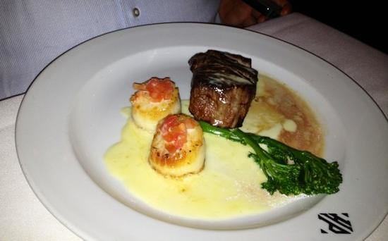 Hyde Park Prime Steakhouse: Scallops and filet combo - Hyde Park