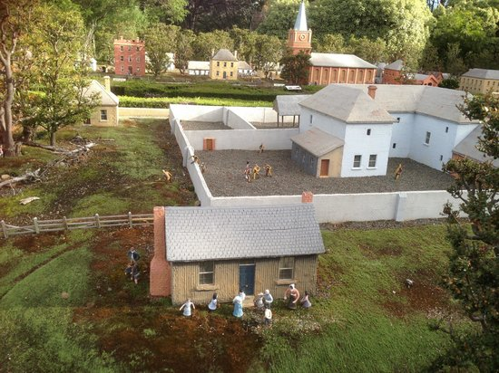 Old Hobart Town Model Village: The convicts escape .....