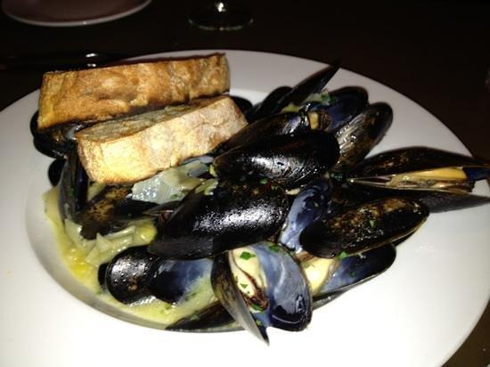 Five-O Shore Road : Mussels appetizer - mmmm