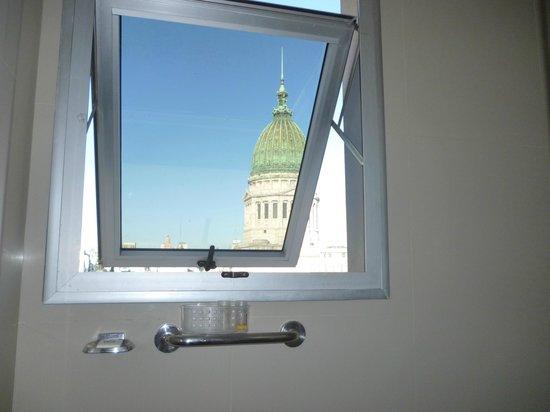 Uno Buenos Aires Suites: Vista desde el baño