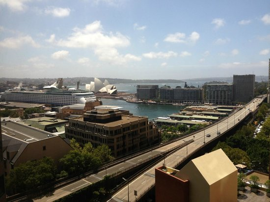 Shangri-La Hotel Sydney: Circular Quay from our room