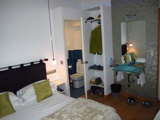 Hostal Santo Domingo: Our nice room #211!