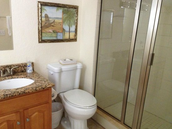 The Sea Spray Resort: Bathroom in unit #3